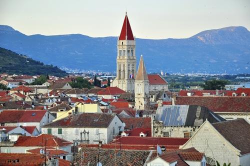 Der Artikel nennt beeindruckende Bauwerke Kroatiens.