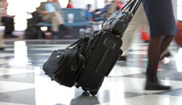 Der Artikel gibt Tipps fürs Reisegepäck auf langen Flügen.