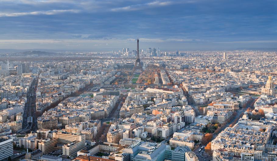 Der Artikel berichtet über den französischen Nationalfeiertag.
