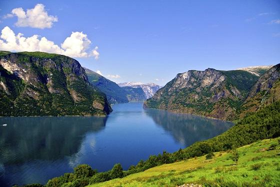 Busreisen durch Norwegen über die Serpentinen der Landschaftsroute Geiranger-Trollstigen